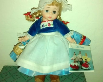Mint Madame Alexander Dutch Girl doll ,  #791 , 1970's , bent knees