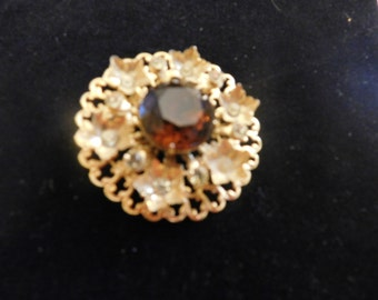 Gold Filigree brooch with deep brown center stone