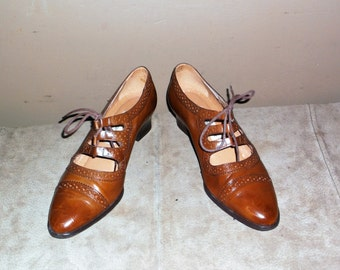 Vintage ETIENNE AIGNER Brown Leather Lace Up Perforated Cap Toe Victorian Oxfords Size 6 in Excellent Condition