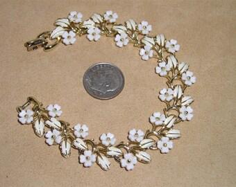 Vintage Coro Bracelet With Enamel Plastic Flowers 1960's Signed Jewelry 2035