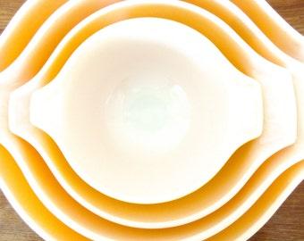 Vintage Pyrex Nesting Bowls Daisy Set