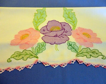 VINTAGE Guest Towel 1940s/50s, Creamy white Huck Toweling, Three outline embroidred Poppies, shaded in stitching, pink cochet lace edge
