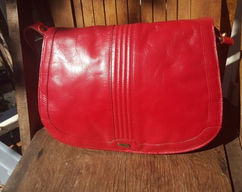 RED   ///   Leather 1970s Satchel