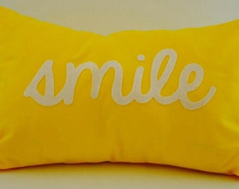 "18""X12"" Smile Text Pillow Cover"