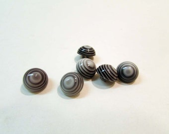 "Vintage Buttons - Optical Illusion ""Dizzy"" Hypnotic Swirl Black/white/Grey GROOVY BABY-Medium"