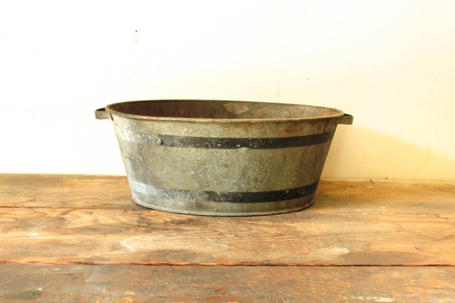 Vintage antique galvanized tub oval with painted black stripes for Old galvanized bathtub