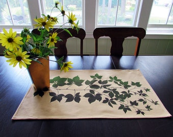 Leaf and Vine Autumn Style Table Topper