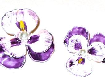 2 vintage small enamel violet flower pins scatter brooch