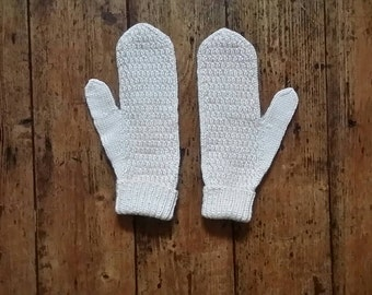 Vintage Scandinavian mittens winter hand warmers cream gloves large mens women's fashion pointed icelandic  style Dolly Topsy Etsy UK