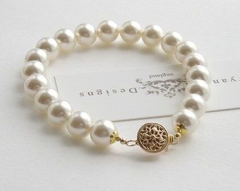 Classic pearl bracelet with gold clasp, custom colours available, pearl wedding bracelet, wedding jewelry, bridal jewellery, brides bracelet
