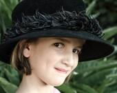 Vintage Neiman Marcus Black Feather Velour Cloche / Top Hat