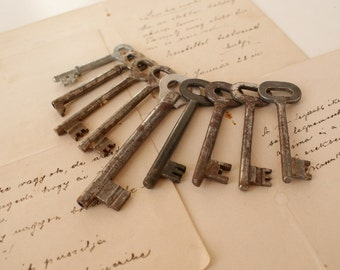 Assortment of Antique Skeleton Keys - Craft Supplies - Lot of 9