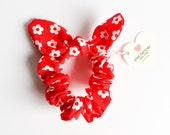 hair scrunchie red daisy-bunny bow scrunchie-chou chou-hair ties-ponytail holder-hair bow-hair accessories-love factory ny
