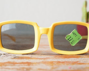 Vintage Sunglasses 1960's Pop Art Oversized Square Yellow Mod Frames