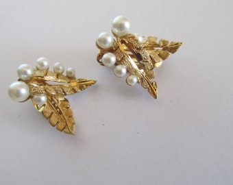 Vintage white pearl gold tone metal leaf clip on earrings