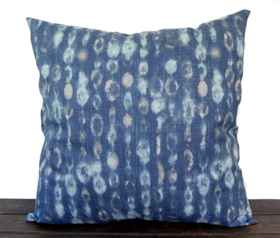 Items similar to Navy Indigo Blue pillow cover, throw pillow, one navy and oatmeal cushion cover ...