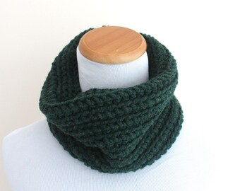 THE CAELUM Cowl, Chunky Cowl, Neckwarmer Cowl, Crochet Cowl, Wool Blend / Forest Green