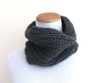 THE CAELUM Cowl, Chunky Cowl, Neckwarmer Cowl, Crochet Cowl, Wool Blend / Heather Grey