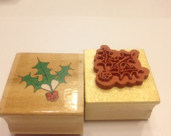 small Holly berry  rubber stamp, 25 mm (BB4)