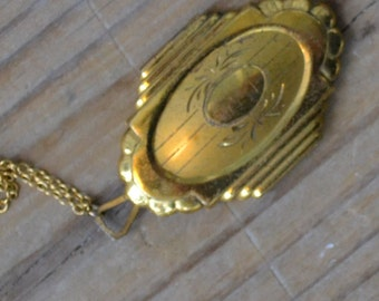 Lovely antique art nouveau / edwardian / art deco gold tone locket / BJKWMK