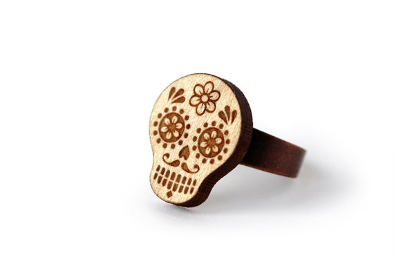 Calavera ring - sugar skull ring - dia de los muertos - day of the dead - wooden ethnic ring - mexican - lasercut wood - graphic jewelry