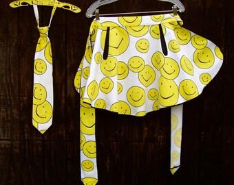 Vintage Smiley Face Apron & Tie . Host and Hostess Set . Vintage 70s Necktie . 1970s Apron