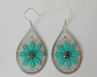 Earrings with emerald green lace flowers