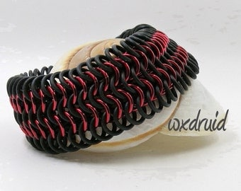 European Weave Chainmail Bracelet, Red and Black Stretch Chainmaille Jewelry with Rubber Rings