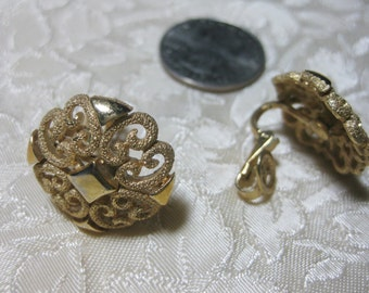Vintage Avon Clipon gold filigree Boho Mod earrings Very good no condition issues