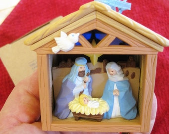 1994 Avon Lighted  Nativity ornament  Very good Original owner personal collection Nativity ornaments