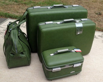 4 Piece American Tourister Luggage  / Avocado American Tourister /  Train Case & Carry On / KEYS  And Luggage Tags  / Very Good Condition!
