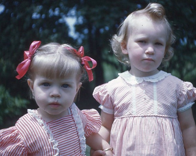 35 mm Slide/Transparency, Red Border Kodachrome 1946: Two Little Girls (5914-24)