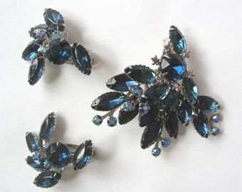 Free Shipping to US. Vintage Dark Sapphire Blue and Aurora Borealis Silver tone Brooch & Clip earrings set - STUNNING!