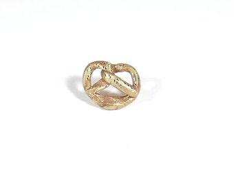 Bronze Bretzel brooch