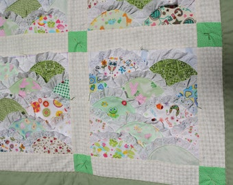Green Lacy Scalloped Girl's Quilt