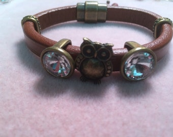 The Great Owl brown leather bracelet/brown leather/leather bracelet/Owl/brown bracelet/licorice leather braceletAntique brass bracelet/bling