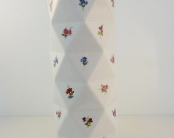 Porcelain '36 flowers' vase
