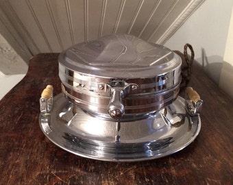 Vintage 1930s Federal Merchandise Co Art Deco Waffle Maker Iron Model P800 Chrome & Bakelite Round Belgian Style
