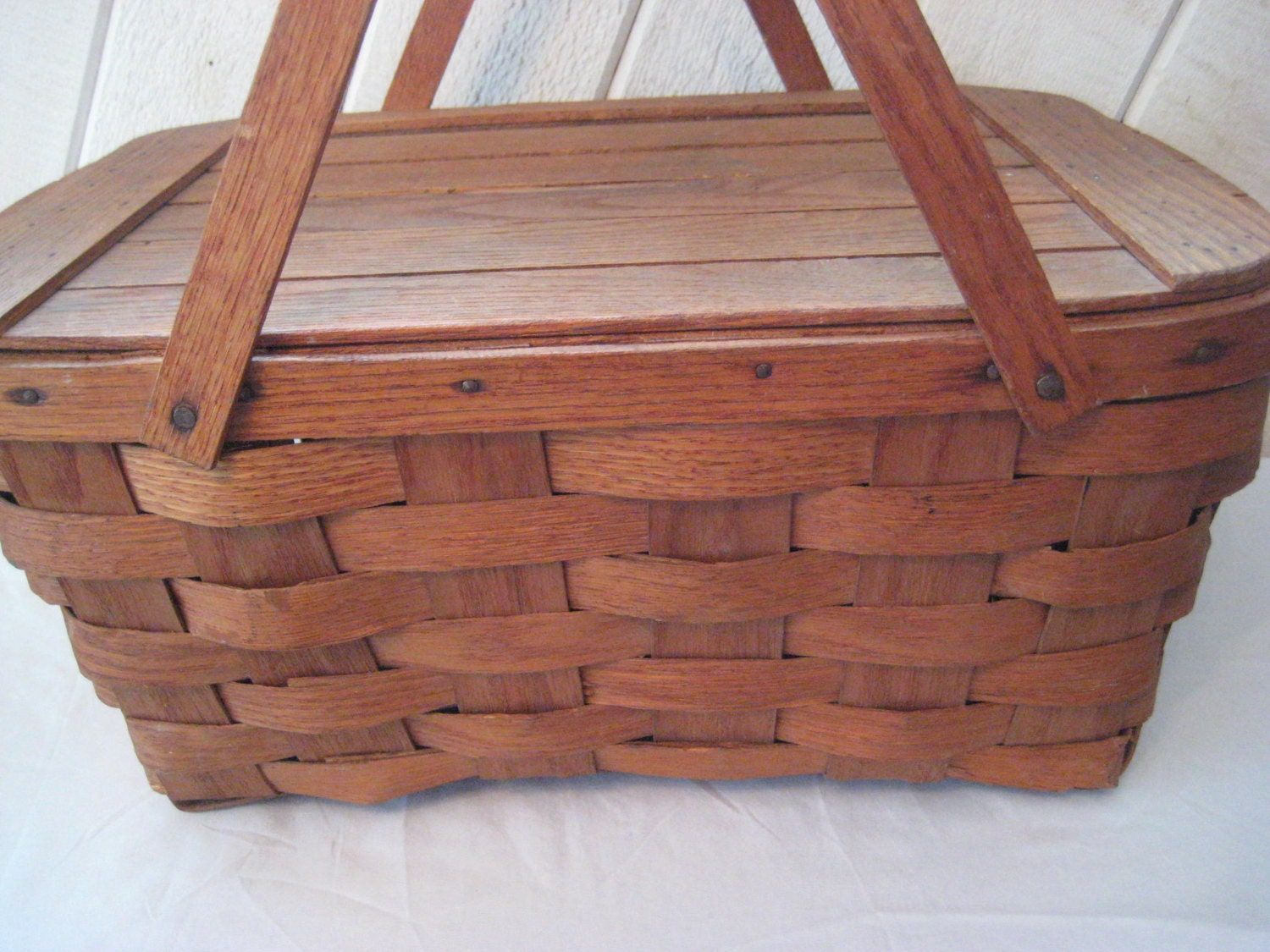 How To Weave A Basket Out Of Reeds : Vintage s picnic basket reed woven with slat