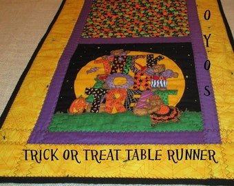 TABLE RUNNER Halloween Trick or Treat Scenes Holiday Home Décor Gift