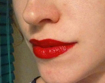 Ava-- True Red Eliza Vintage-Color Lipstick