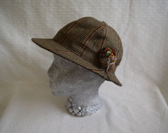 Plaid 'Made in Scotland' Cap by 'Ross' with Feather Broach - Size 7
