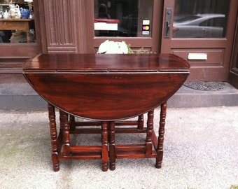 Late 18th to Early 19th Century Solid Mahogany Double Gateleg Table