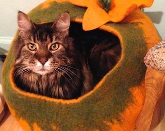 Shep's Orange Prized Pumpkin CAT CAVE 100% Wool Handmade Cat Cozy Pet Bed Kitty Cup