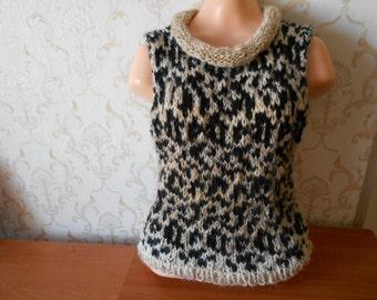 Handknit top sleevless sweater vest beige black leopard pattern