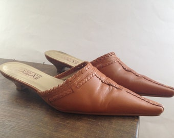 Vintage clogs Women vintage shoes Brown Clogs shoes Pointy Toe Slip On Shoes Size 39 US 8.5