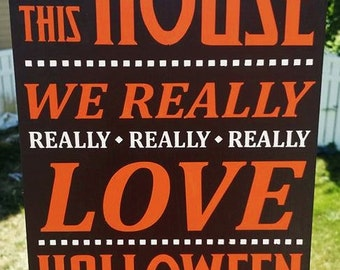 Halloween, In This House we Really LOVE Halloween, Halloween Wood Sign, Halloween Decoration, Home decor, wood sign