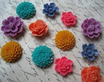 Pretty Fridge Magnets, 12 pc Flower Magnets, Office Supply, Locker Magnet, Kitchen Decor, Housewarming Gifts, Wedding Favors