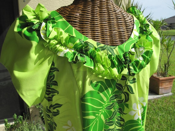 HAWAIIAN MUMU GREEN Exotic Never Worn Sz 11/12