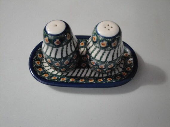 Vintage colorful polish poland pottery salt and pepper shakers Colorful salt and pepper shakers